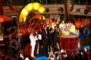 Neil-Palomba_PrAesident-Costa-Crociere-mit-Guiness-Weltrekord-Zertifikat