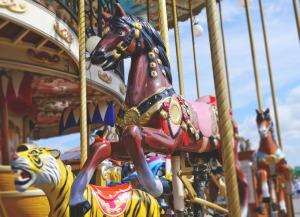 carousel-825046_1280