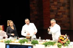 rechts: Bruno Barbieri als Gast in Koch Show